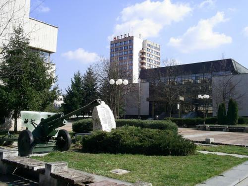 Botevgrad 2-1